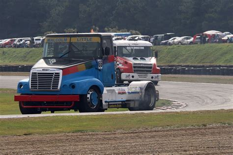 super trucks  muscle cars entertain  teretonga nz