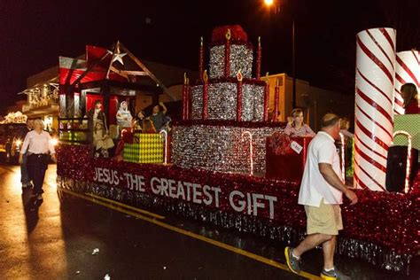 lighted christmas parade ideas 1000 ideas about parade floats on parade floats christian and