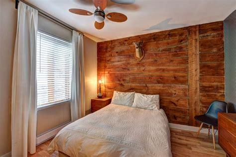 mur de chambre chambre à coucher mur de bois rustique effet bois de