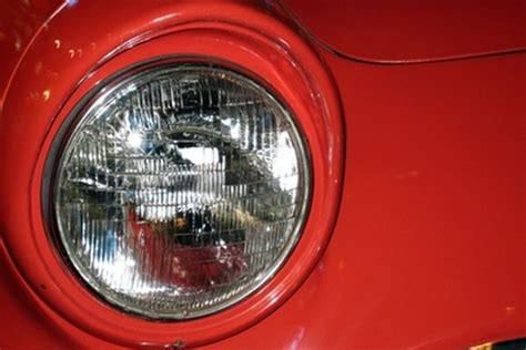 Difference Between H1 & H4 Headlight Bulbs