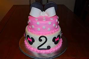 Minnie Mouse Cake | Meg's Lovey Cakes
