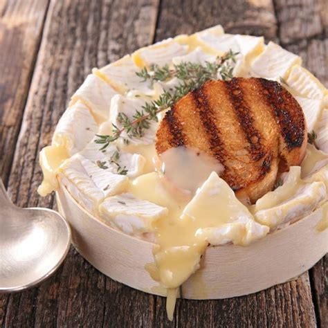recette de cuisine camembert au four recette camembert r 244 ti au four facile rapide