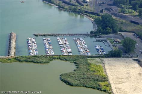 Boat Service Erie Pa by Captain E Le Marina In Erie Pennsylvania United