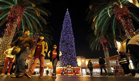 free concert planned saturday at citadel outlets tree