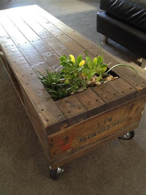 amazing recycled pallet tables  planters pallet