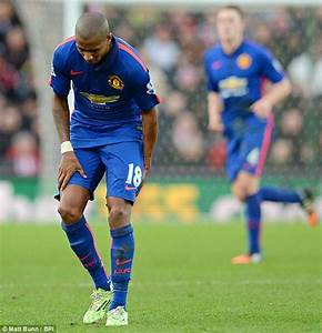 Ashley Young hobbles off for Manchester United against ...