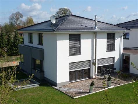 Moderne Häuser Mit Carport by Stadtvilla Mit Teilkeller Und Carport Haus Stadtvilla