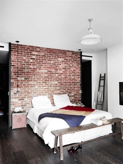 maison renovee york chambre style industriel mur