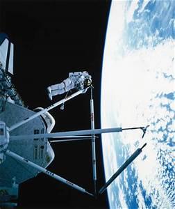 Shuttle Astronaut on EVA from the Space Shuttle Atlantis ...