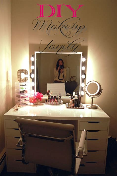 Diy Vanity Desk With Lights by 25 Best Ideas About Diy Makeup Vanity On