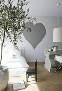Wände Streichen Ideen : schlafzimmer gro e pflanze wei e gestaltung graues herz an der wand wohnen w nde w nde ~ Yasmunasinghe.com Haus und Dekorationen