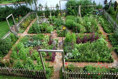 Nice Kitchen Garden In Austria • Garden Decor Ideas • 1001
