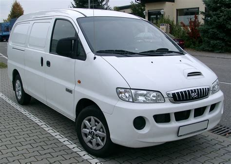 Review Hyundai H1 by Hyundai H1 Starex 11 Seater