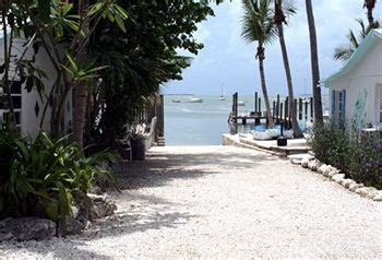 pelican key largo cottages featured image