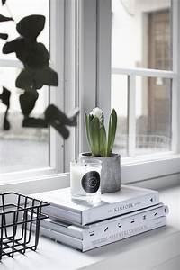 Fensterbank Dekorieren Modern : cement books candle plants window modern simple ~ Watch28wear.com Haus und Dekorationen