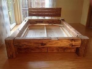 Bettgestell 180x200 Holz : balkenbett aus altem holz mit bettk sten ~ Eleganceandgraceweddings.com Haus und Dekorationen