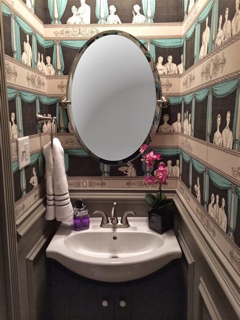 30 Gorgeous Wallpapered Bathrooms Decor10