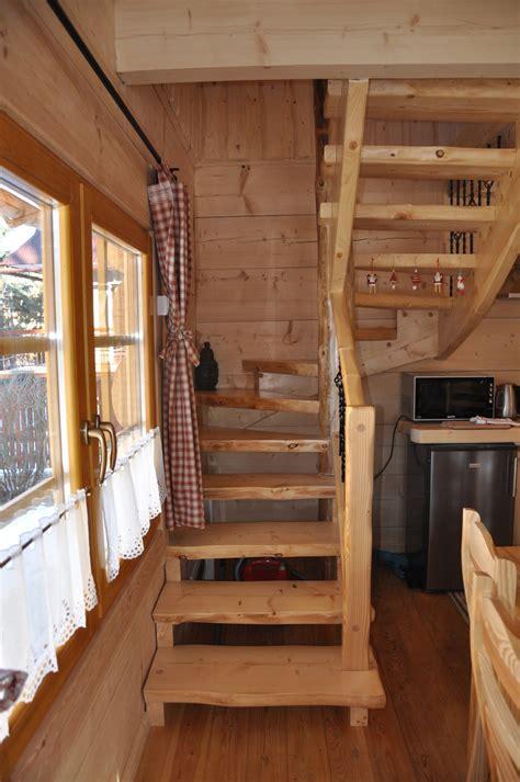 rid  winter blues   warm  cozy log cabin