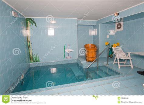 le salle de bains salle de bains avec la piscine photo stock image 18545460