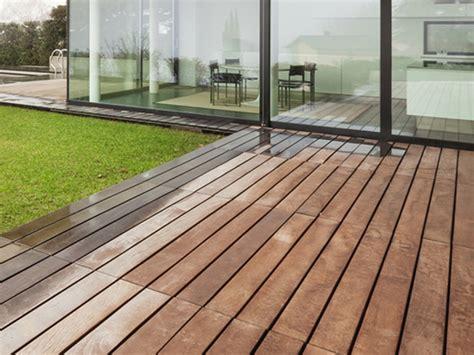 pavimento legno per esterni vendita e posa pavimento in legno per esterni a brescia