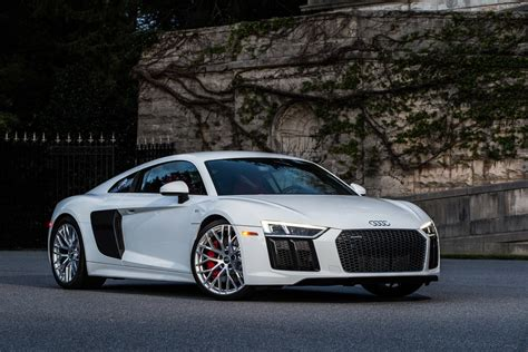2017 audi r8 v10 first review running in the shadows motor trend