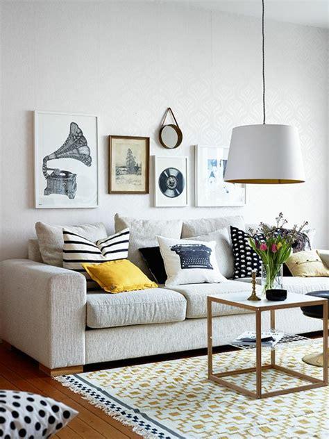 quel tapis avec canapé gris on a choisi 50 housses de coussins pour trouver la meilleure