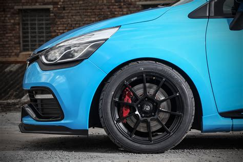 waldow transforms clio rs  trophy   track munching