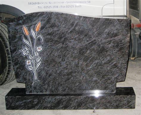 Grabstein aus Orion mit Blumenkomposition   Grabmale Vonrüden
