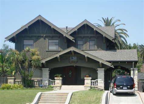 House At 221 Wilton, Los Angeles.jpg