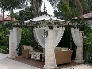 la pergola en fer forge est une decoration fonctionnelle With idee de decoration de jardin exterieur 3 deco tonnelle mariage