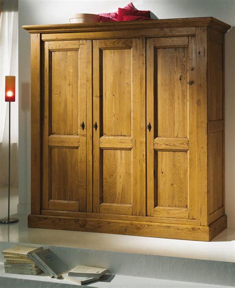 armoire chambre bois armoire de chambre en bois