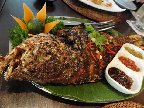1 ekor ayam kampung 2 sdm air jeruk nipis 1 sdt garam 5 sdm minyak untuk menggoreng 6 lbr. Kakap Bakar Bumbu Bali : Resep Masakan Nusantara: SATE ...