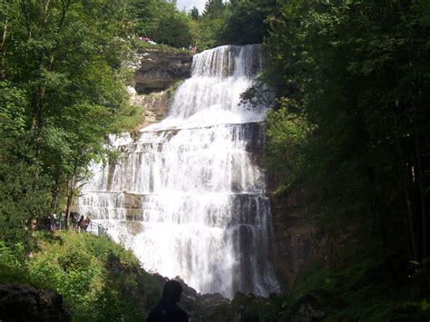 maison des cascades du herisson cing jura cascade du h 233 risson dans une vall 233 e du jura pr 232 s de doucier le jura en