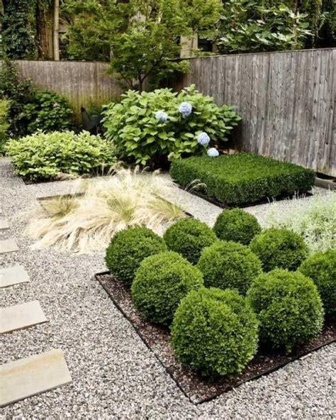 Gartengestaltung Mit Buchsbaum by Hinterhof Gartengestaltung Buchsbaum Kugeln Kiesboden