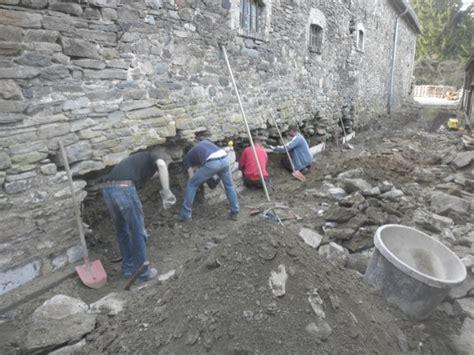 mauerwerk sanieren anleitung beton gartenmauer streichen granitsteine schneiden