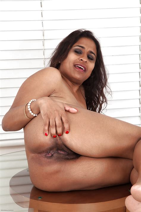 Fatty Indian Mature Lassie With Saggy Tits And Hairy Gash