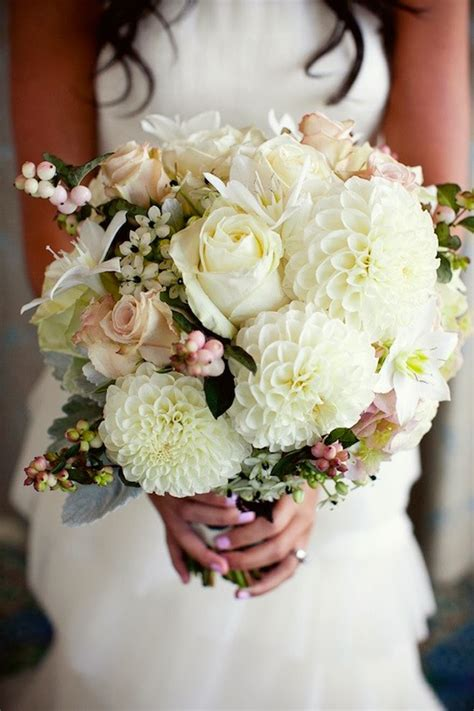 wedding bouquets   belle  magazine