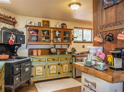 Farmhouse Kitchen Ideas On A Budget - victorian farmhouse with western memorabili vrbo