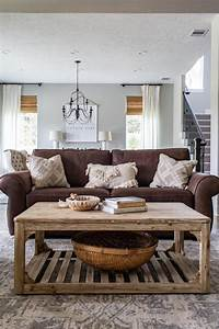 Cottage, Living, Room, With, Brown, Sofa
