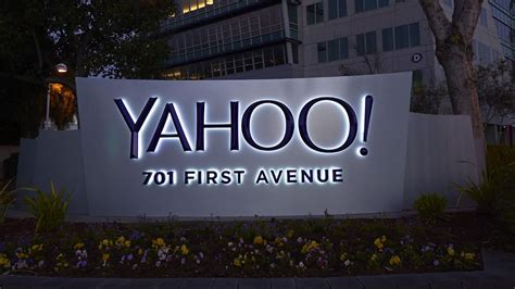 Yahoo Newsroom Yet Another Spin On The Newsfeed Cnet