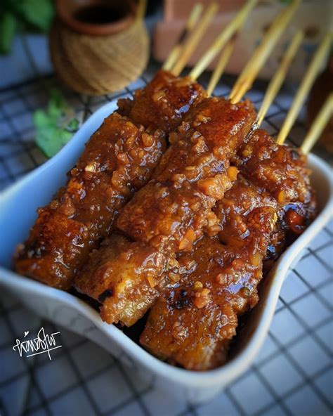 Ya, sate jadi salah satu makanan sejuta umat di indonesia. Sate Aci Saus Kacang, Jajanan Kecintaan Semua Umat - Nusa Daily