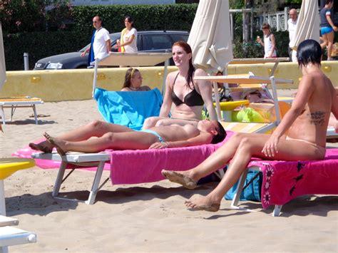 Gallery: Girls sunbathing on italian beach of the adriatic coast | Picture: 447226 | gallery ...