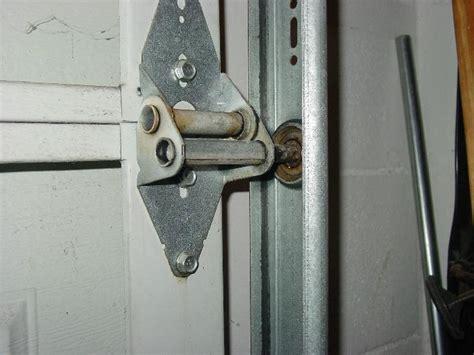 lubricating garage door how to lubricate a garage door infobarrel