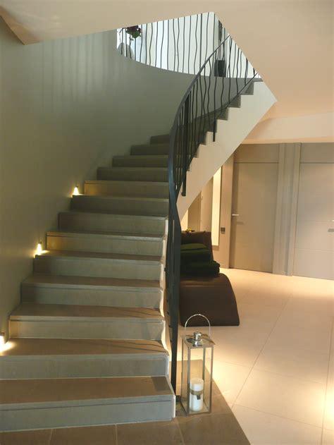 peindre un escalier en bois verni peindre un escalier en bois verni amazing peindre un meuble vernis en ceruse peindre un meuble