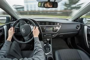 Fiabilité Toyota Auris Hybride : toyota auris feel 2014 nouvelle s rie sp ciale photo 3 l 39 argus ~ Gottalentnigeria.com Avis de Voitures