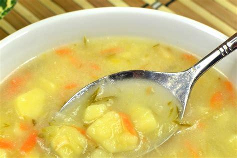 Zupa ogórkowa z ziemniakami na żeberkach - przepis ...