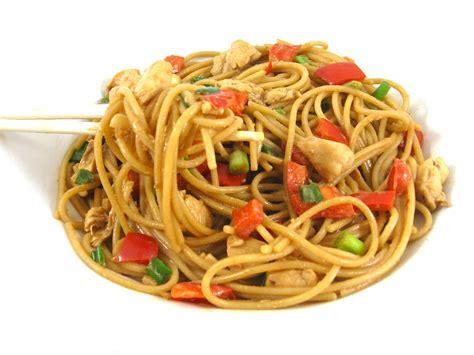 chicken noodles chicken peanut thai noodles recipe dishmaps