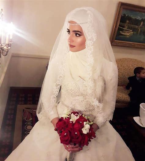 gorgeous brides wearing hijabs   wedding day