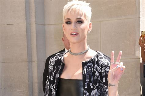 katy perry  host  mtv video  awards todays