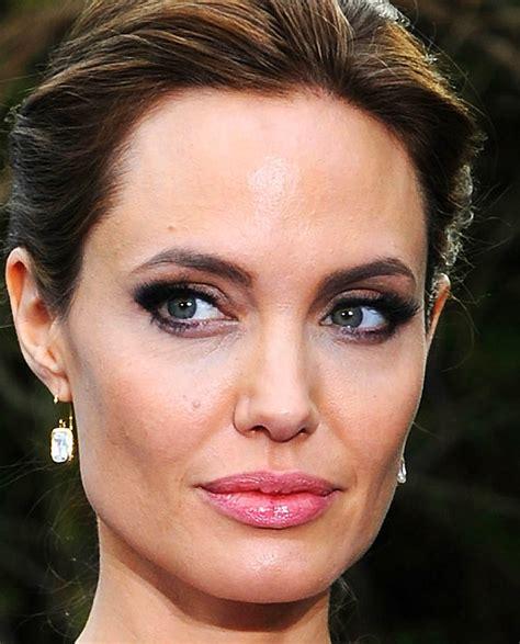 foto de Angelina Jolie's Makeup Artist on Sculpting Cheekbones